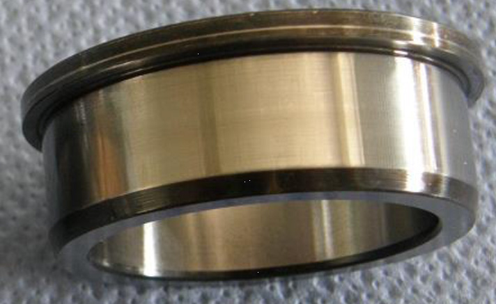 Inner ring of cylindrical roller bearing after operation with sufficiently viscous oil